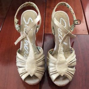 Skechers gold wedged sandals